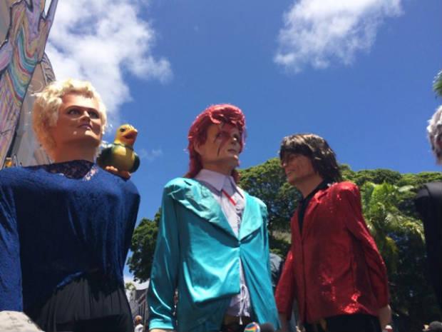 Entre os bonecos, David Bowie. Foto: André Clemente/DP