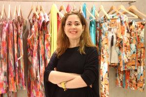 A estilista Flávia Azevedo é adepta do sistema de consumo imediato desde a criação da marca própria, há oito anos. Foto: Julio Jacobina/DP/DA Press