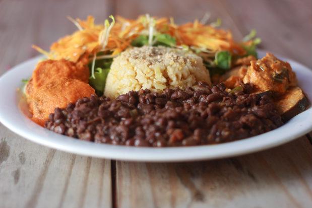 Pratos fartos veganos e lacto-vegetarianos podem ser encontrados no Cozinha Divina, no Poço da Panela. Foto: Brenda Alcântara/Esp.DP