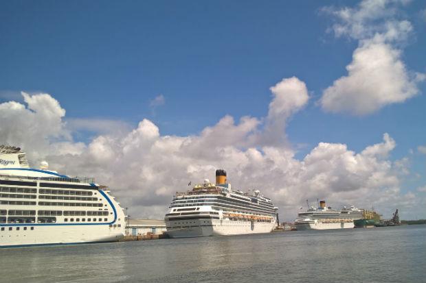 Hoje o Porto recebeu os navios Costa Pacífica, Seven Seas Mariner e Costa Facinosa. Foto: Paulo Paiva/DP
