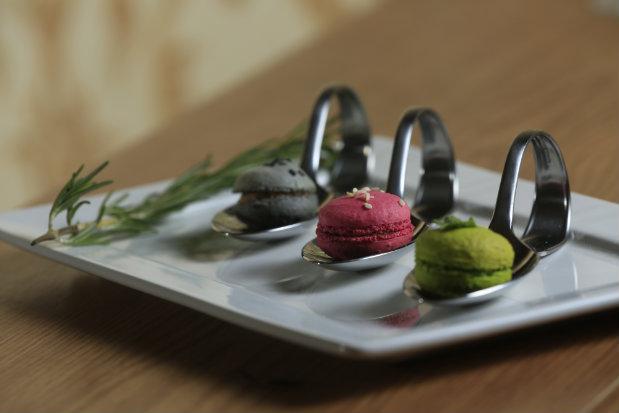 Restaurante Paris 8 preparou entrada com macarons salgados. Foto: Rafael Martins/ Esp. DP
