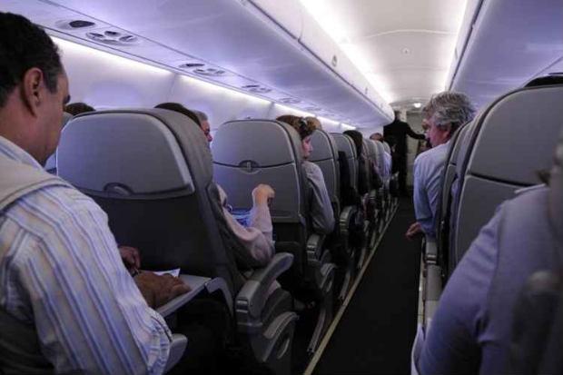 Em um avião, o espaço é reduzido. Logo, culturas e pontos de vista se misturam. Foto: Rafel Ohana/CB/D.A Press.