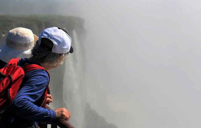 No lado argentino, os visitantes costumam começar o passeio pelo fim. Foto: Renato Alves/CB/D.A. Press