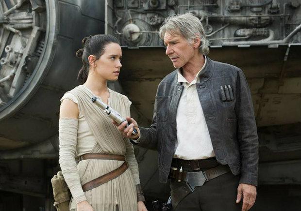 Daisy Ridley e Harrison Ford em cena de O despertar da força. Foto: Disney/Divulgação