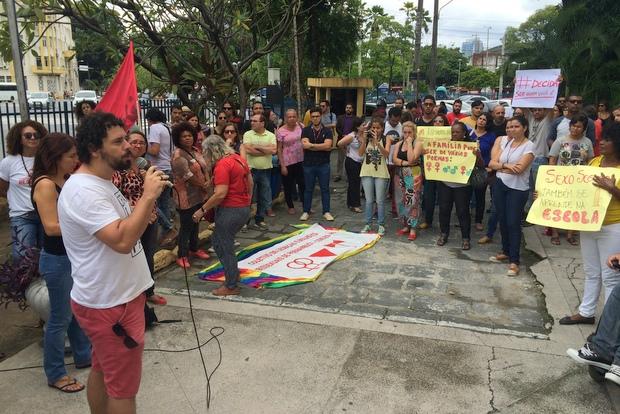 Segundo os manifestantes, a audiência pública que debateria o tema foi cancelada ontem sem maiores justificativas. Foto: Tércio Amaral/DP/D.A. Press