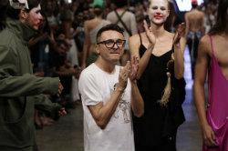 Lindebergue é um dos expoentes da moda autoral no Ceará. Foto: Roberta Braga/Silvia Boriello/Ricardo K./Divulgação