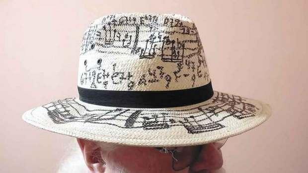 Hermeto usa chapéu com notas musicais. Foto: Eduardo Girão
