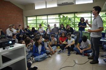 Nas salas de aula, os jovens falam sobre preservação ambiental, música, política e inclusão social. Foto: Arquivo pessoal/Divulgação