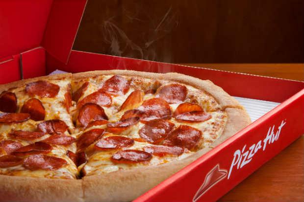 Carro-chefe da Pizza Hut é a massa PAN, que se apresenta como uma massa alta e crocante por fora, leve e macia por dentro. Foto: Yum! Brands