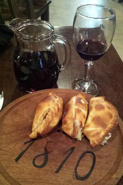 Restaurante 1810 serve cozinha regional e as empanadas são uma boa pedida. Foto: Luciana Morosini/DP