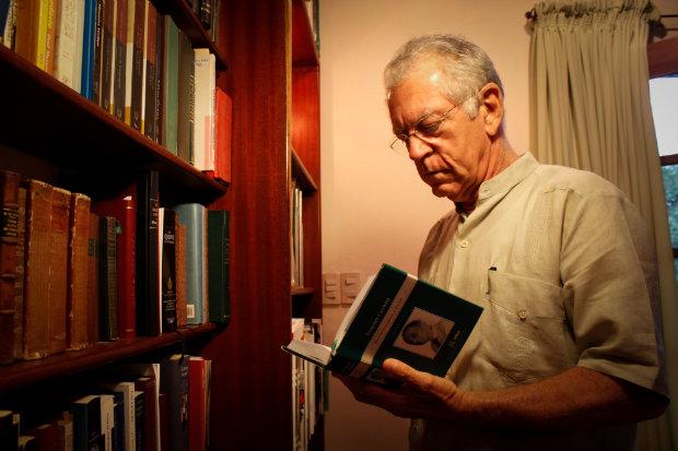 Autor diz ter predileção pela poesia. Paulo Paiva/DP