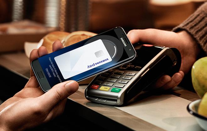 Samsung Pay dispensa a necessidade presencial do cartão e, para usar, não é preciso nenhuma adaptação do estabelecimento. Foto: Samsung/Divulgação