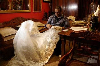 Os vestidos de noiva e de festa são especialidades de Paulo. Foto: Paulo Paiva/DP