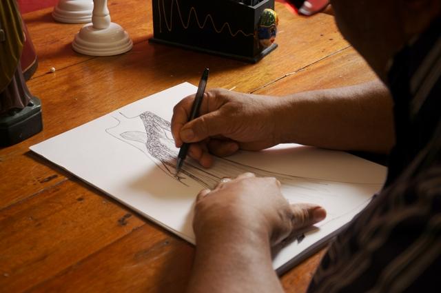 Os traços de Paulo Carvalho fidelizarm clientela atenta às tendências da moda pernambucana. Foto: Paulo Paiva/DP