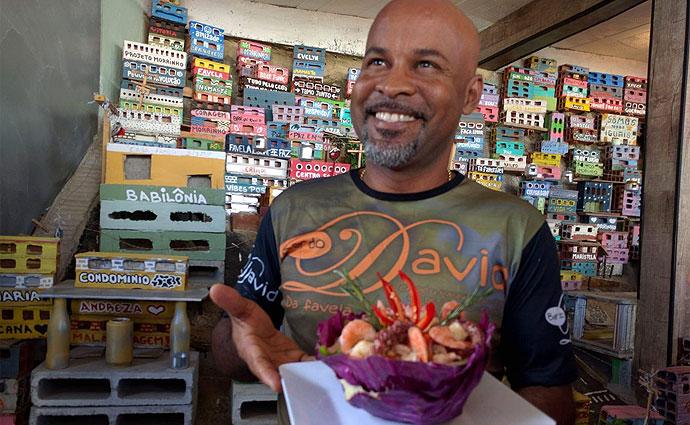Dono de bar no Morro Chapéu Mangueira, Davi Bispo acredita que o novo serviço vai fortalecer o comércio na região. Foto: Mariana Fabrício/DP