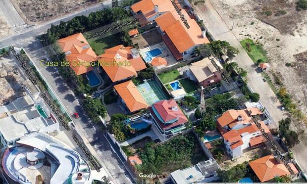 Sérgio Machado cumpre pena num casarão bem próximo à Praia do Futuro, um dos principais pontos turísticos de Fortaleza. Ele vai devolver R$ 75 milhões aos cofres públicos em parcelas. Na última sexta-feira, ele devolveu R$ 8 milhões. Crédito: reprodução do Google