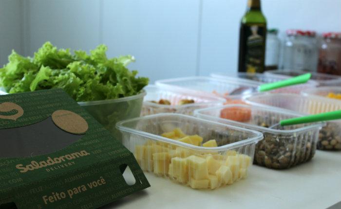 Entre as opções estão oito saladas temáticas que podem ser pagas pelo sistema online PagSeguro e à vista. Foto: Mariana Fabrício/DP