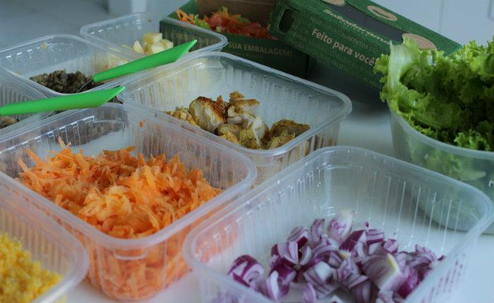 Além das folhas, é possível escolher entre massa integral, feijão, batata doce e salpicão de frango. Foto: Mariana Fabrício/DP