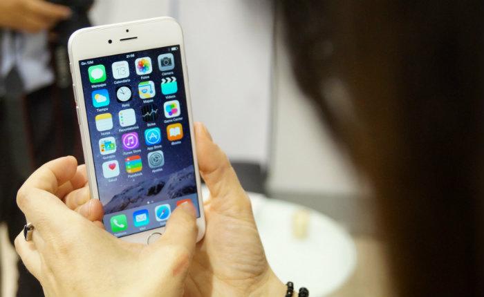 O ritmo de vendas, no entanto, parece diminuir: há dois trimestres as vendas do iPhone caíram. Foto: Reprodução/Eduardo Woo/Flickr.