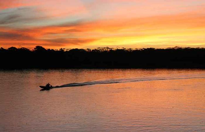 Praias de rio são diversão garantida para quem quer aproveitar dias de folga em águas tranquilas . Foto: Hildo Rocha Neto/Flickr