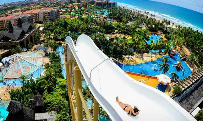 Insano, no alto dos seus 41 metros de altura, é a principal atração do parque aquático. Foto: Divulgação