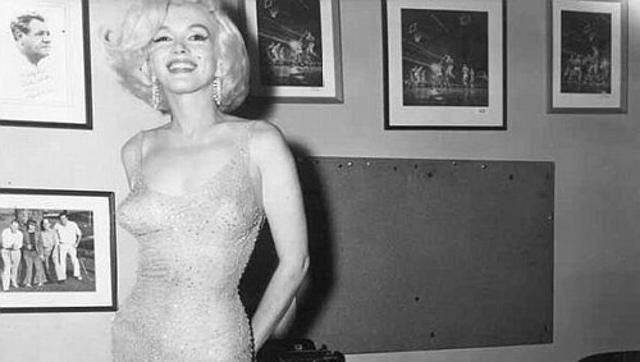 A atriz usou o vestido na celebração do aniversário do presidente norte-americano John Kennedy. Foto: Reprodução