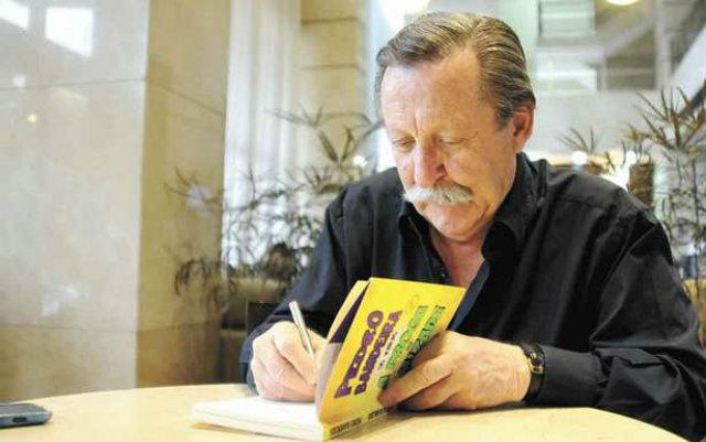 Escritor tem mais de 30 livros publicados para crianças e adolescentes. Foto: Beto Magalhães/EM/D.A Press