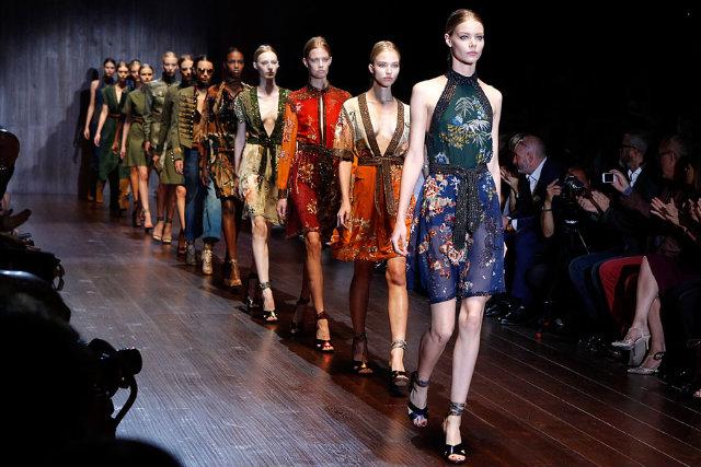 Grandes marcas de moda, entre elas Gucci, Blugirl e Alberta Ferretti, participam do evento para apresentar as novidades. Foto:ffw/Reprodução.
