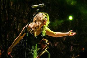 Naiara Azevedo ganhou fama em 2011, ao gravar Coitado, resposta ao hit Sou foda. Foto: Facebook/Reprodução da internet