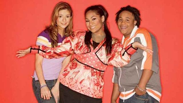 Protagonizavam a série o trio de amigos Raven Baxter, Chelsea Daniels e Eddie Thomas. Foto: Disney Channel/Divulgação