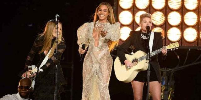 Diva pop, Beyoncé surpreende público e se apresenta em premiação country. Foto: Twitter/Reprodução