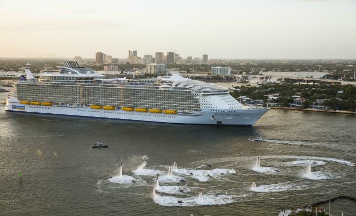 O maior navio em linha reta do mundo, o Harmony of the Seas. Foto: Divulgação (O maior navio em linha reta do mundo, o Harmony of the Seas. Foto: Divulgação)