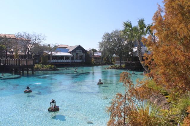 Antigo Downtown Disney se transformou em Disney Springs, área com mais de 200 lojas e restaurantes. É lá onde está a maior loja Disney no mundo. Crédito: Alice de Souza/DP (Alice de Souza/DP)