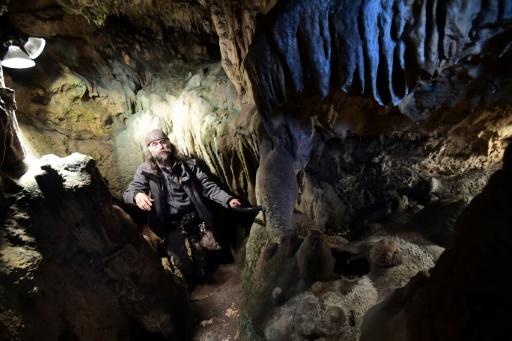 """""""É irrefutável, o canibalismo era praticado aqui"""", explica o arqueólogo belga Christian Casseyas. Foto: AFP/EMMANUEL DUNAND"""