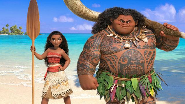 A protagonista que dá nome ao filme é a filha de um líder tribal que, após ver os habitantes da ilha sofrerem com o desaparecimento de recursos naturais vai em busca de uma saída no oceano além dos arrecifes. Foto: Disney/Divulgação