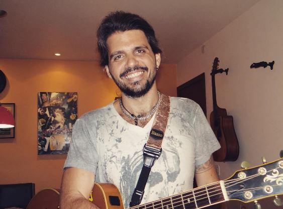 O cantor ficou 2 meses em coma após lipoaspiração mal sucedida. Foto: Reprodução/Instagram