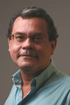 Carlos Magno Lopes é professor de Departamento de Economia da UFPE. Foto: Tiago Lubambo