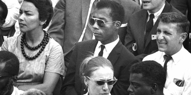 Texto de James Baldwin (Centro) guia a narrativa do filme. Foto: Imovision/Divulgação