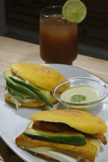 As Arepas podem ser consumidas no café da manhã, almoço, lanche ou jantar com vários recheios. Foto: Ricardo Fernandes/DP