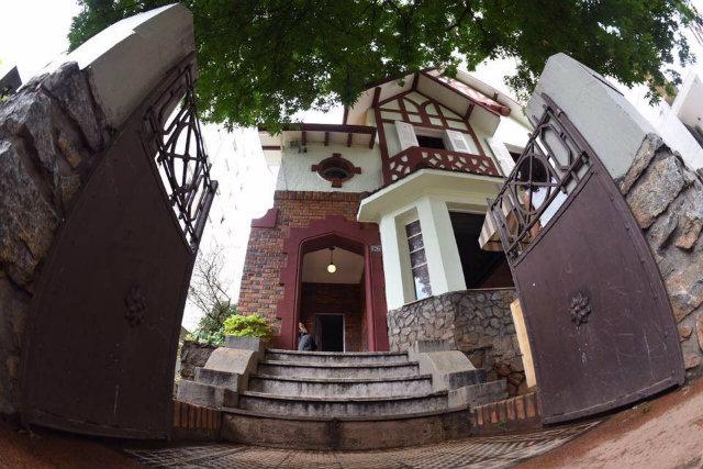 O espaço cultural Grande Hotel Ronaldo Fraga abriga saraus, lançamentos, exposições. Fica em casarão tombado no bairro Funcionários, em BH. Foto: Facebook/Reprodução