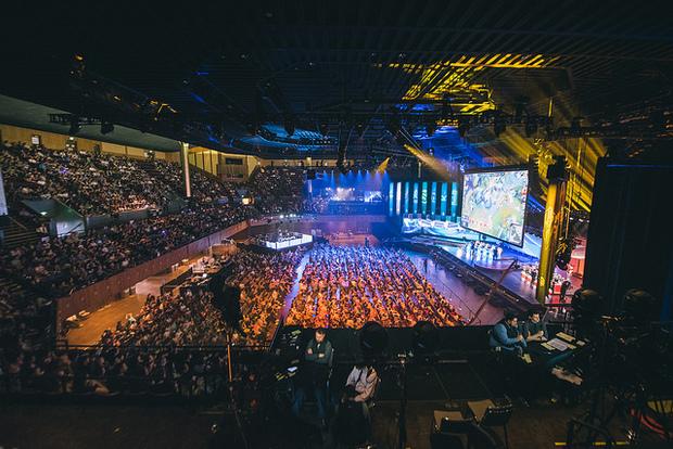 Eventos costumam lotar arenas em todo o mundo. Foto: Riot/Diulgação
