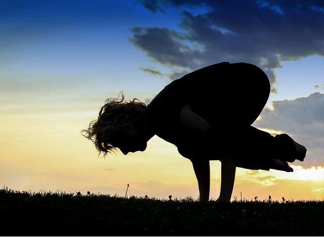Esse é o primeiro estudo randomizado que investiga os efeitos da yoga sobre a qualidade de vida de homens em terapia para o câncer. Foto: Flickr/Reprodução