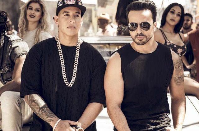 Luis Fonsi e Daddy Yankee comemoram o sucesso mundial de Despacito. Foto: Omar Cruz/Divulgação