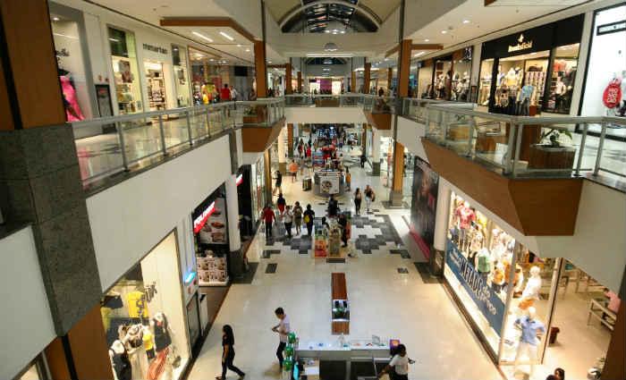 Para este ano, Associação de Lojistas de Shopping Centers (Alshop-Pe) acredita num aumento de 3% nas vendas. Foto: Joao Velozo/ Esp. DP. (Foto: Joao Velozo/ Esp. DP)