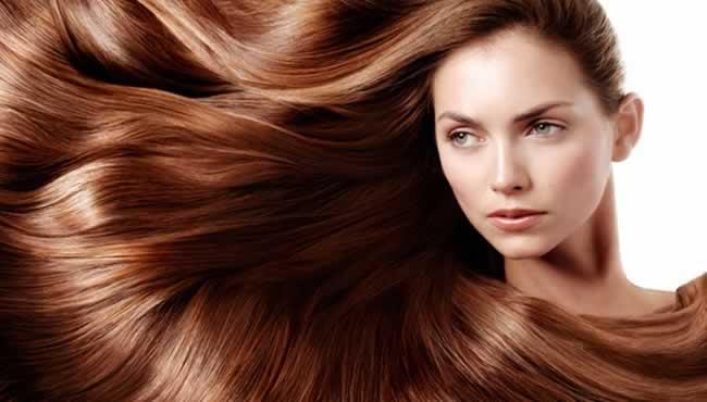 Mudar de xampu e condicionador pode ser uma boa pedida para que o cabelo se adapte à mudança do clima. Foto: Pinterest/Reprodução