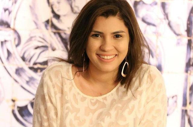 Mariana é filha do repentista Valdir Teles, de São José do Egito, e já lançou o livro O novo mar de poesia (2015). Foto: Facebook/Reprodução