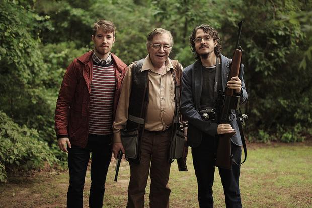 Matheus Bazzo, Olavo de Carvalho e Josias Teófilo em imagem dos bastidores de O Jardim das Aflições. Foto: Cine PE/Divulga