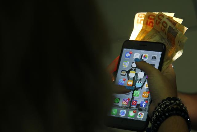 Aluguel de iPhone virou alternativa para usuários no Recife - Foto: Shilton Araújo/Esp.DP