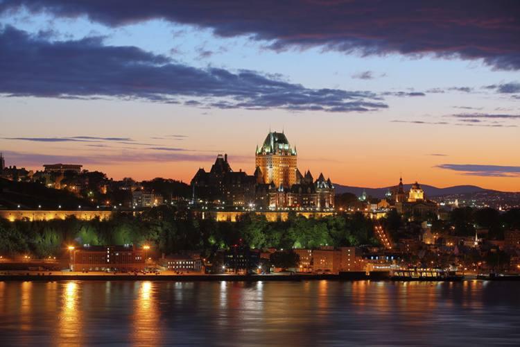 Château Frontenac, famoso cartão-postal do Canadá, fica na parte alta da cidade de Quebec (foto: Turismo Canadá/Divulgação)