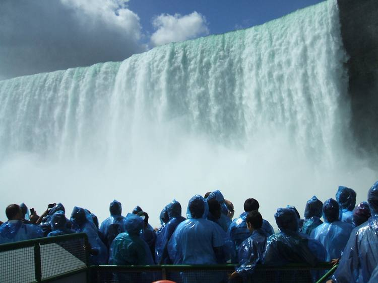O lado canadense das Cataratas do Niágara fica a 120 quilômetros de Toronto (foto: Silas Scalioni/EM/D.A Press -26/8/10)